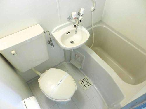 レオパレス千亀利 208号室のトイレ