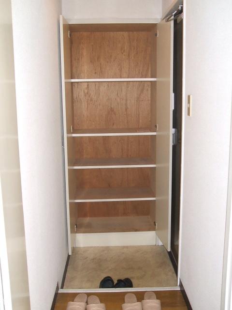 アネーロ岸和田 302号室の玄関