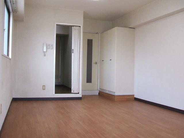 アネーロ岸和田 302号室のリビング