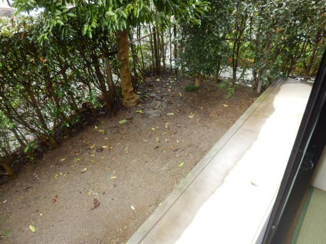 ロイヤルガーデン参番館の庭