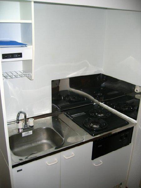 アンプルール リーブル サン・ステージ 103号室のキッチン