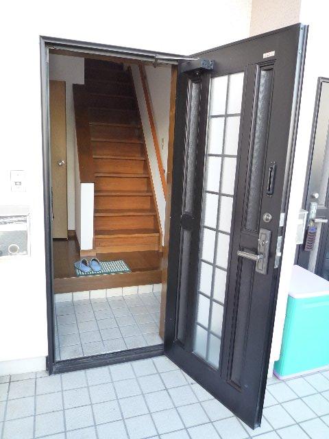 ルナーハイツの玄関