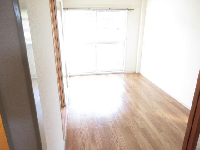 エスポワール西岩田 102号室の居室