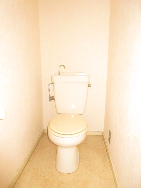 エスポワール西岩田 102号室のトイレ