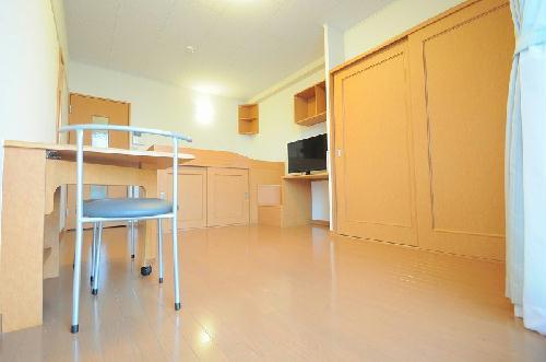 レオパレスリーヴァ 104号室のベッドルーム