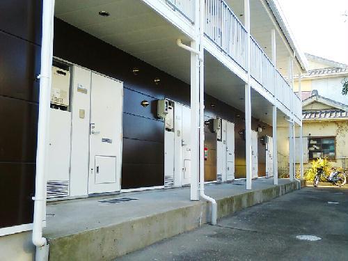 レオパレスリーヴァ 105号室のエントランス