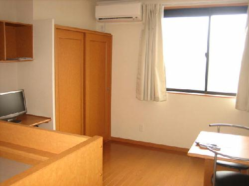 レオパレスヴェルシュ 104号室の居室