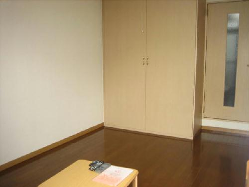 レオパレス西幸 203号室のリビング
