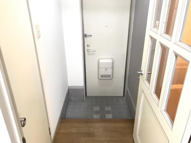 アメニティーパーク神ノ輪 00105号室の玄関