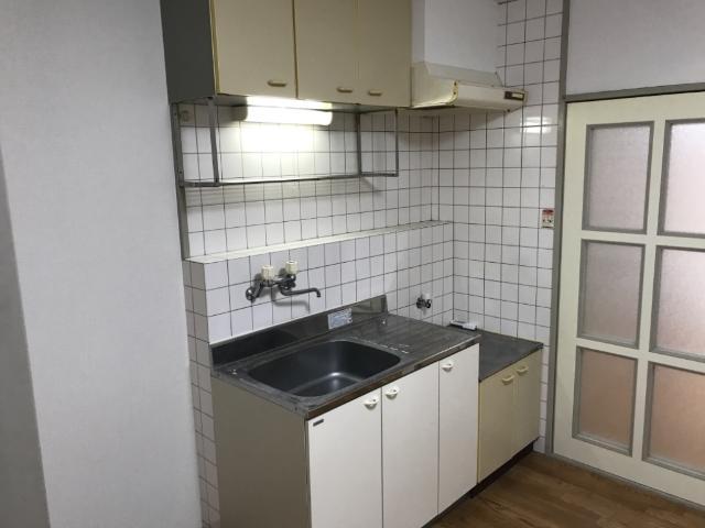 アメニティーパーク神ノ輪 00105号室のキッチン