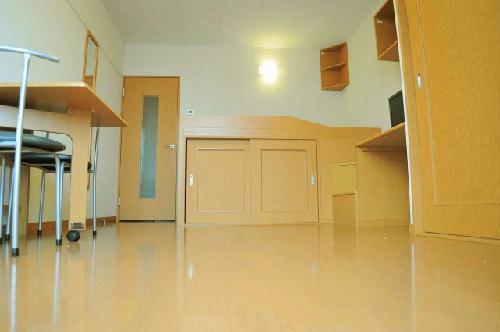 レオパレスまき 201号室の居室