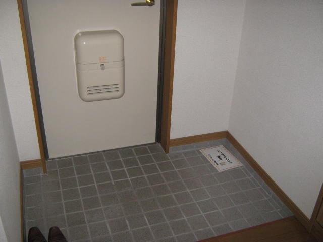 ヴェルデ・ジャルディーノA 201号室の玄関