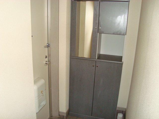 ラメゾンドゥソレイユ 101号室の玄関
