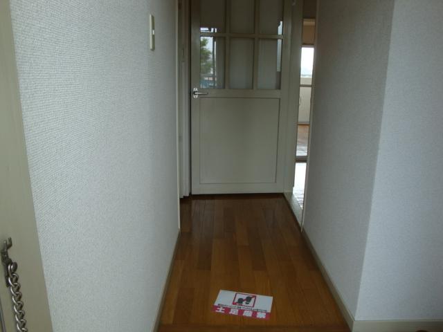 レジデンス伊藤 00202号室の玄関