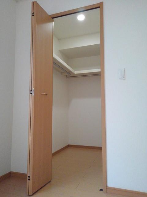 プリムローズ イースト 01020号室の収納