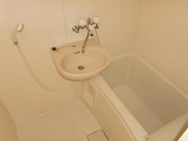 Quenel 小島町 101号室の風呂