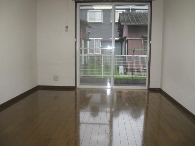 マルシィ熊谷 103号室のリビング
