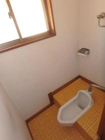 三原ハウス 201号室のトイレ