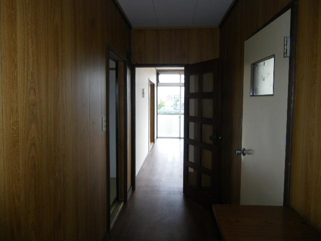 岡田ビル 302号室のエントランス