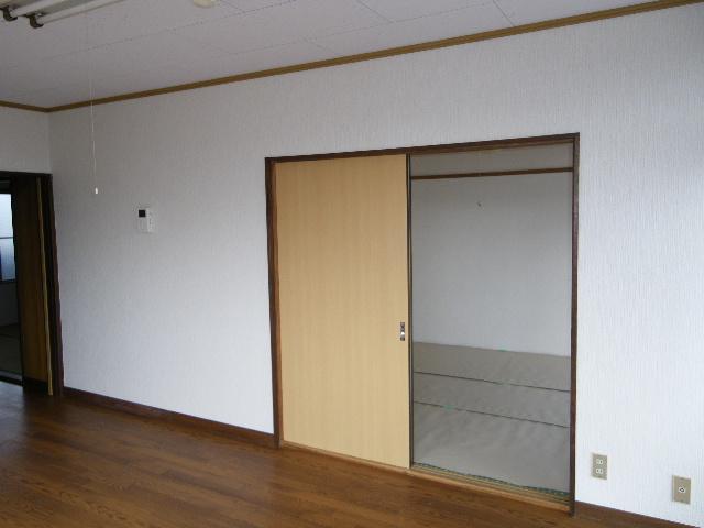 岡田ビル 302号室の玄関
