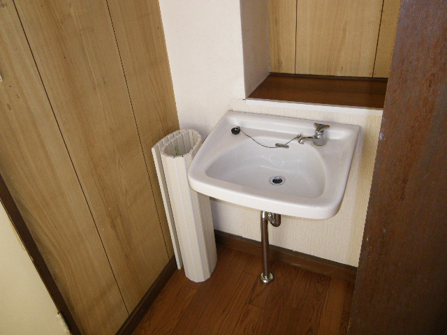 岡田ビル 302号室のトイレ