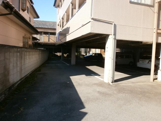 コンフォートYOU 201号室の駐車場