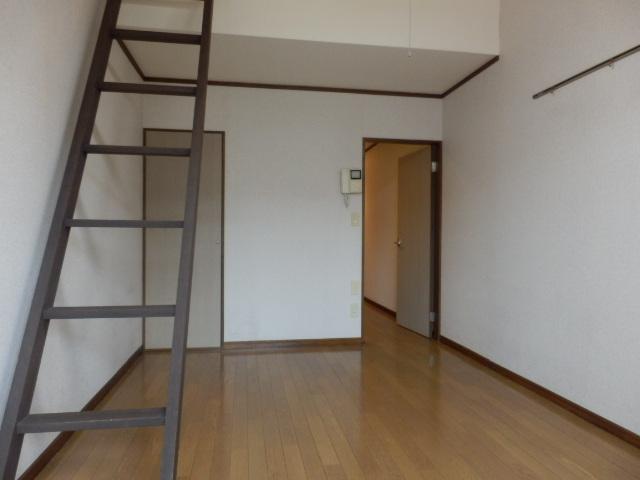 グッドフィールド石原 203号室のリビング
