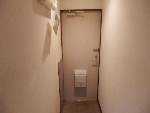 グッドフィールド石原 203号室の玄関