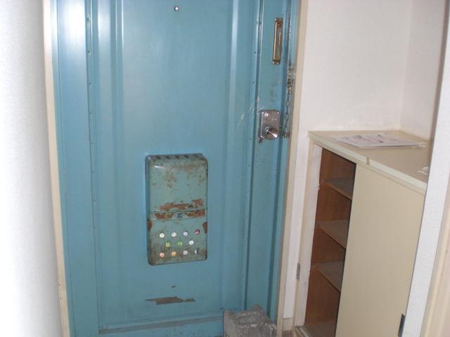 ホワイトピアあけぼの 102号室の玄関