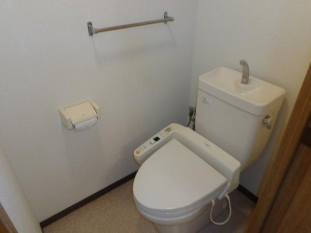 高砂ハイツ石原1 102号室のトイレ