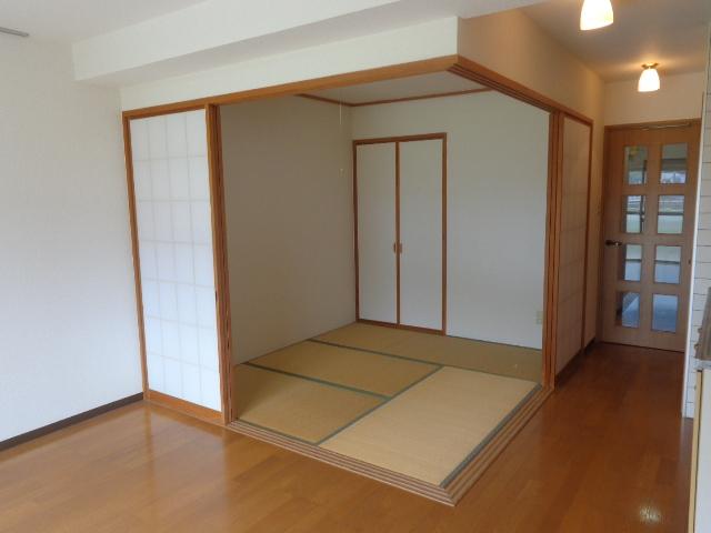 高砂ハイツ石原1 102号室のベッドルーム