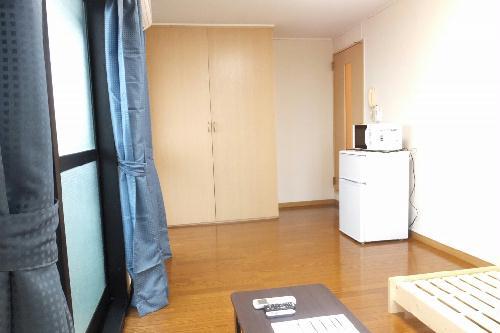 レオパレスプリマベーラⅡ 201号室のリビング