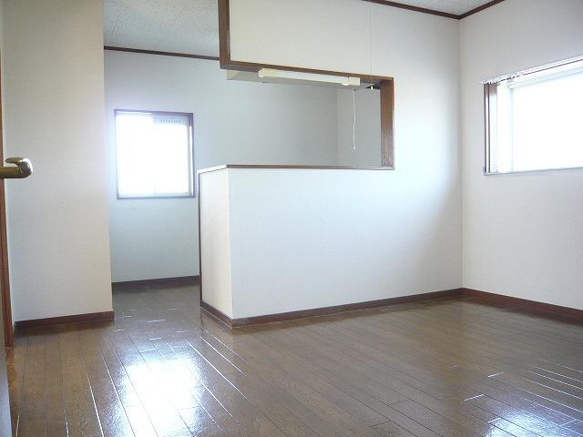 アーバン矢島 202号室のリビング