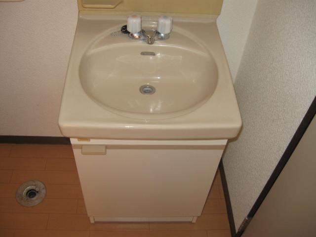 野辺ハイツ E 202号室の洗面所