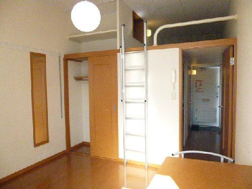 レオパレスPIPA 102号室のリビング