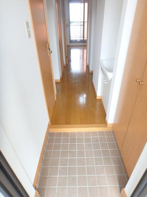 コンパートメントEクエスト 1203号室の玄関