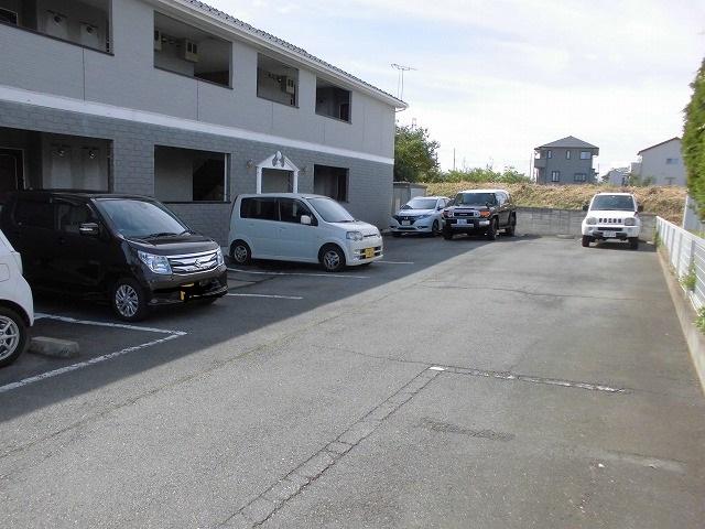レシェンテ・M 105号室の駐車場