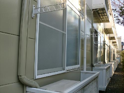 レオパレス下小鳥A 201号室の玄関