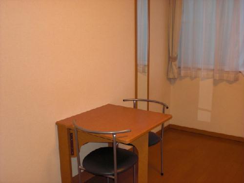レオパレス赤堀 104号室の居室