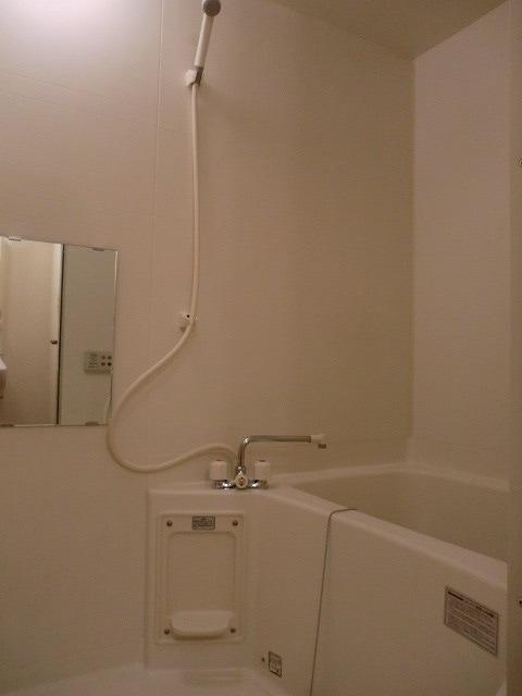 ブランシェヴィーC 02040号室の風呂