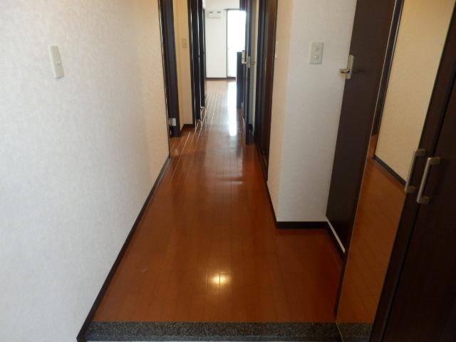 セントフィールド 107号室の玄関