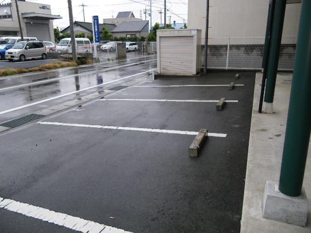 アイクス 202号室の駐車場