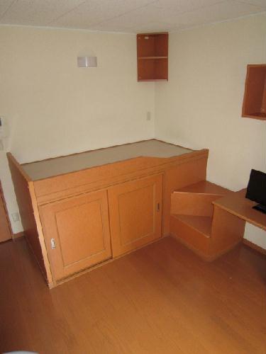 レオパレスコンドル 104号室のベッドルーム