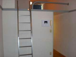 レオパレスWING 102号室の居室