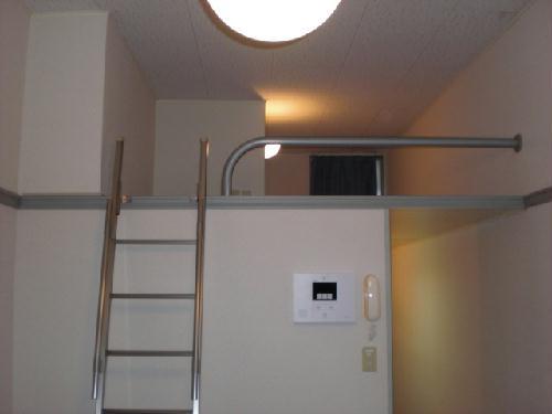 レオパレスWING 102号室の収納