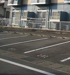 深堀ハイツ 02040号室の駐車場