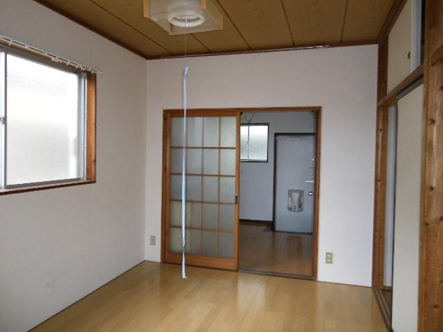 ホワイトマンション 301号室のリビング