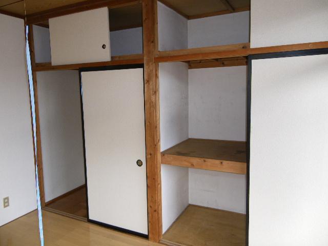 ホワイトマンション 301号室の収納