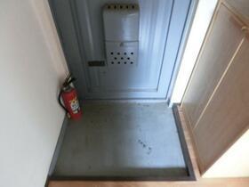 菅原マンション 201号室の玄関