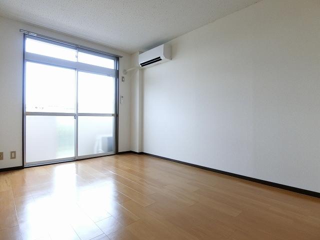 エルディム斉藤 02020号室のリビング